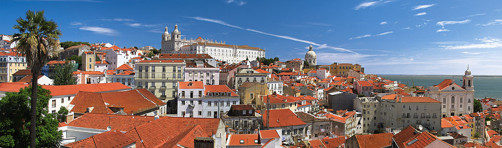 PT-Lissabon-AlfamaVomMiradouroSantaLuzia-16493814-c-HennerDamke-Fotolia